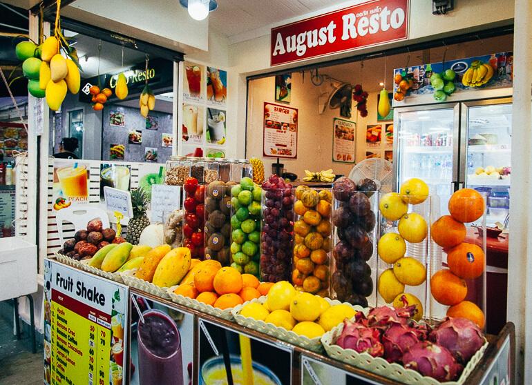 Em Koh Phi Phi existem vários locais vendendo fruta! Vale a pena experimentar.