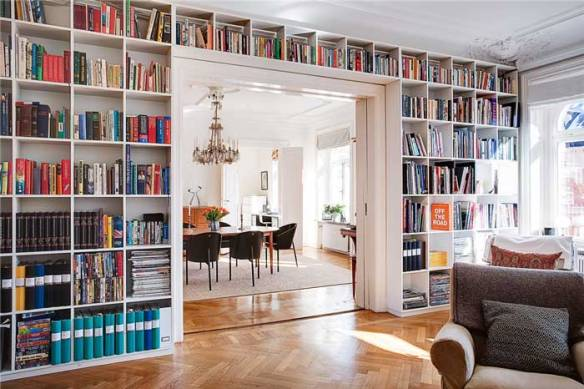 aproveitando a parede toda com livros