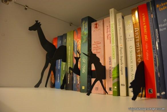 estante de livros_decoração_silhuetas de animais