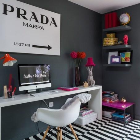 prateleira pintada cor parede cinza home office