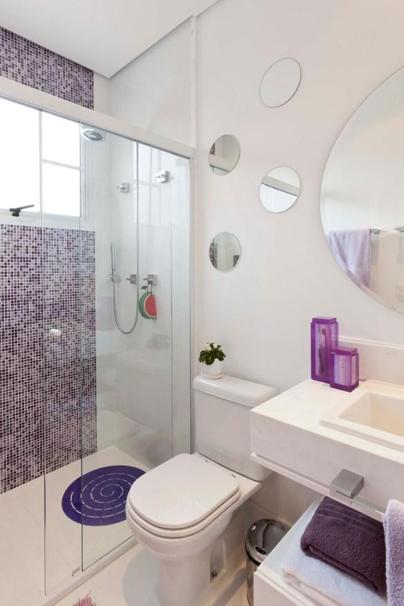 decoracao banheiro pastilhas lilas roxas