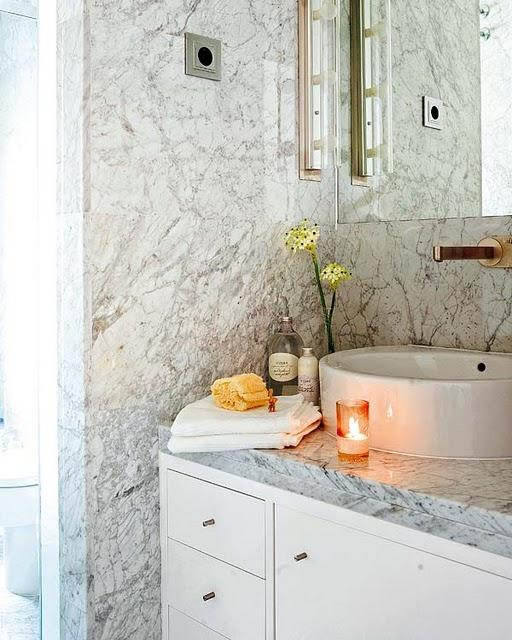 marmore carrara parede banheiro decoracao