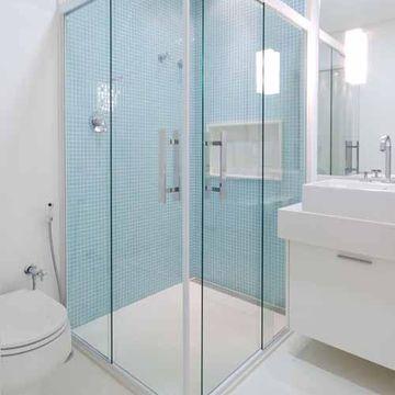 pastilha azul claro banheiro branco decoracao boxe de canto 2