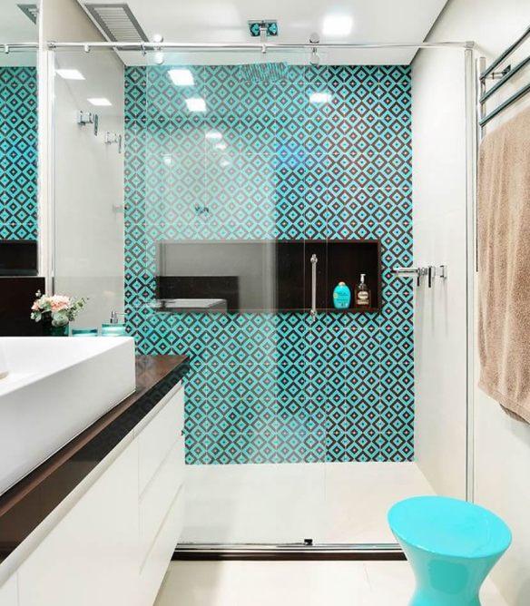 revestimento geometrico banheiro azul decoracao