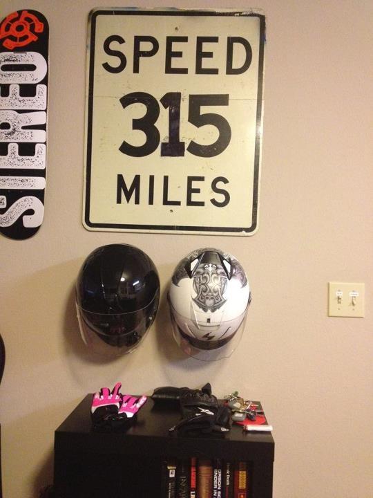 suportes para capacete ideias onde guardar o capacete decoracao