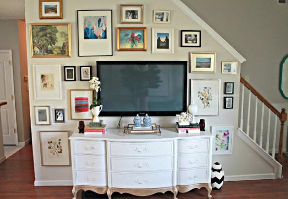 tv parede escada quadros decoracao 2