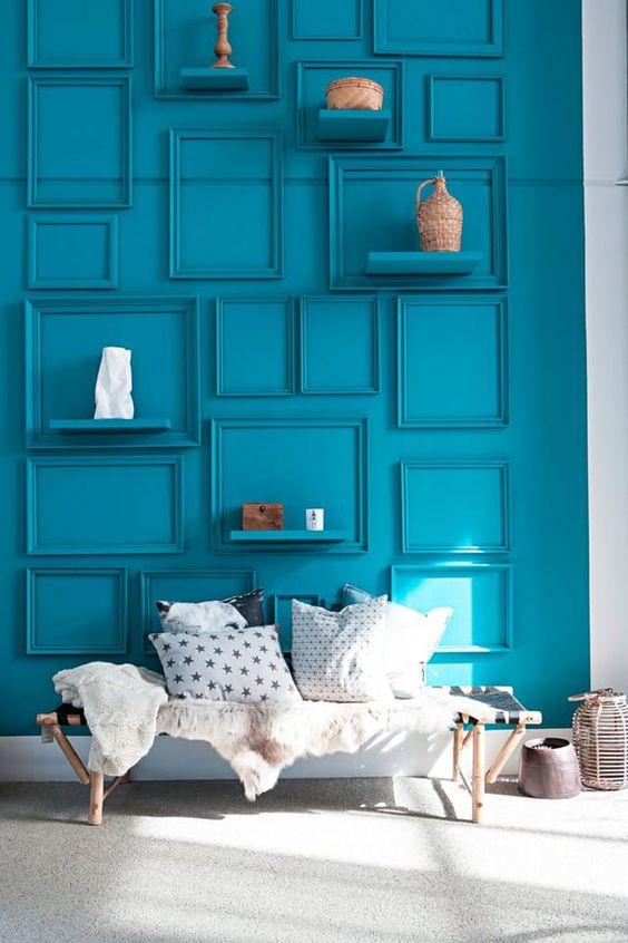 moldura da mesma cor parede composicao molduras vazias decoracao parede azul