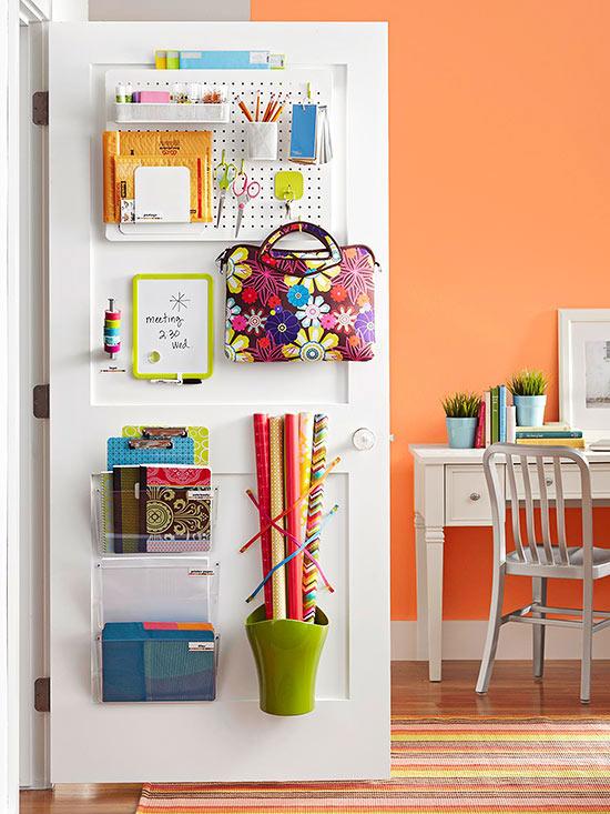 organizacao materiais escolares escritorio home office ideias pequenos espacos atras da porta