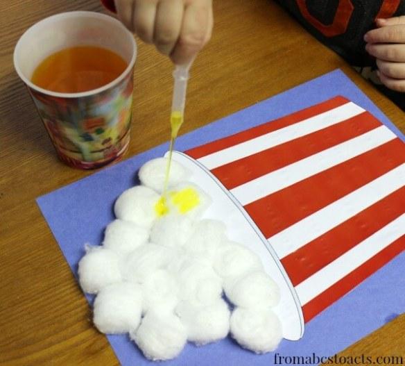 atividade de artes para criancas colagem pipoca algodao