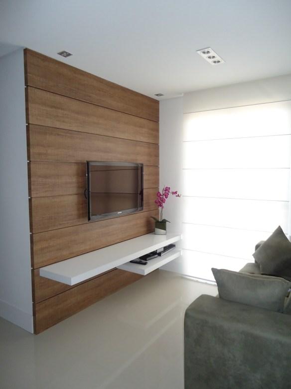 Painel madeira prateleira branca