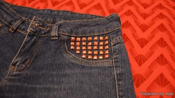 customizar personalizar calça jeans com spikes tachas