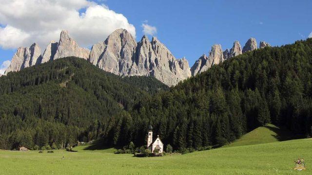 Dolomitas iglesia st Giovanni. Iglesias más bonitas de Dolomitas