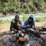Carol y Juan de camping en el cerro Motoco. El Bolsón