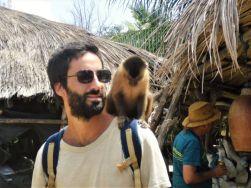 Juan y mono en Parque Natural Lençóis Maranhenses