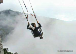 Carol de Viajando por un sueño en columpio de Baños ecuador