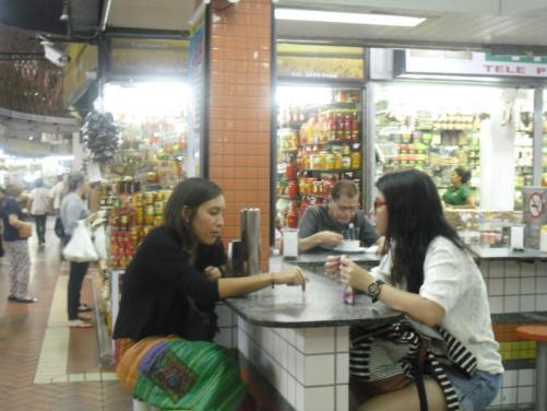 consejos para viajar barato por brasil COMIDA MERCADO