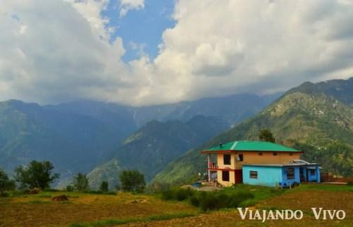 Vista de los Himalaya desde Dharamsala en el norte de India