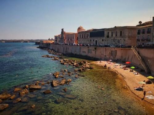 La costa de Siracusa en Sicilia