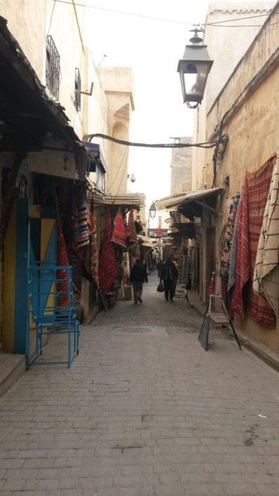 Medina, Fez, Marrocos, comerciante árabe
