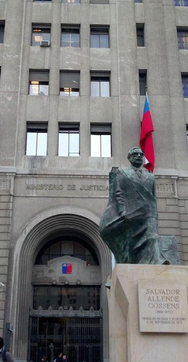 Palacio de La Moneda, Salvador Allende, viagem ao chile