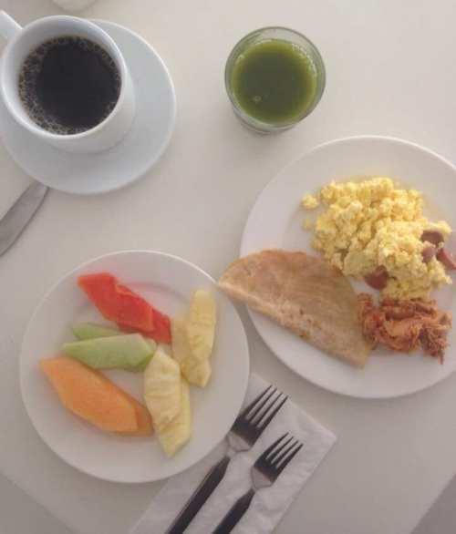 Desayuno buffet en el hotel Ramada Cancún