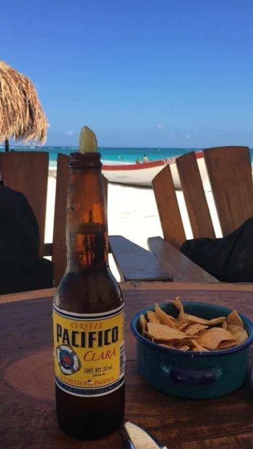Almorzando en la playa de Tulum