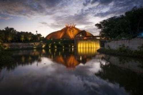 Vista del teatro Cirque du Soleil en el complejo JOYÀ del resort Vidanta Riviera Maya