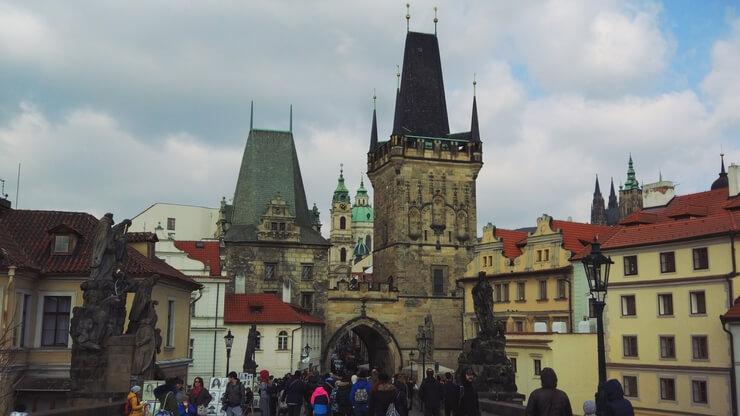 La imagen tiene un atributo ALT vacío; su nombre de archivo es Torre-del-Puente-de-la-Ciudad-Vieja-staroměstská-mostecká-věž-2.jpg