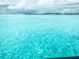 playa celeste cristalina en Exuma Bahamas