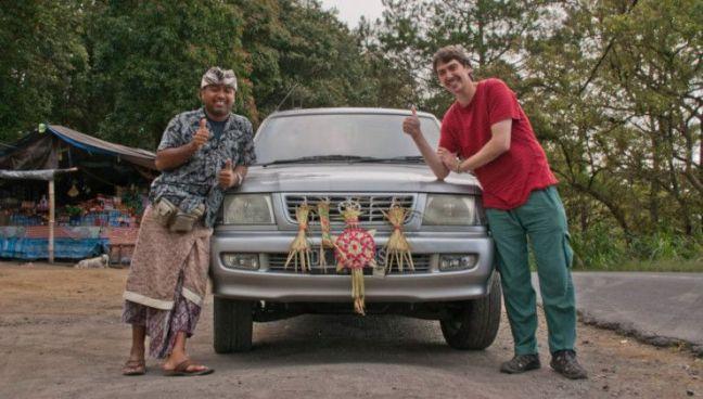 conductor de habla hispana en Bali