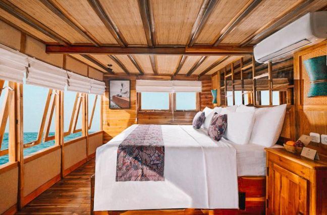 habitacion lujo barco komodo