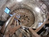 Escalera interior de madera en la Torre Weise, Núremberg
