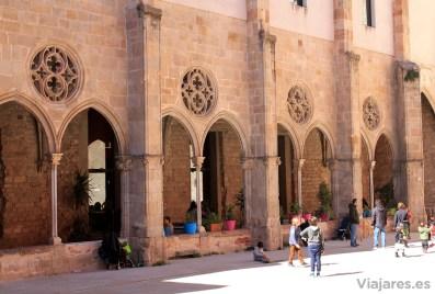 Arcos del antiguo claustro