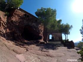Entrada al recinto de la Ermita de la Mare de Déu de la Roca