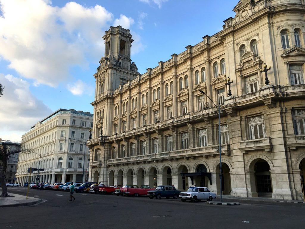 El Gran Teatro de La Habana frente al Parque Central