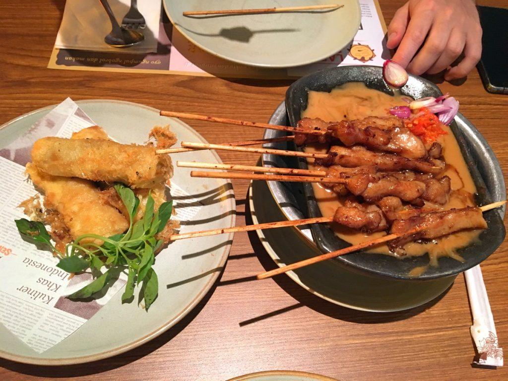 Lumpia y Chicken Satay