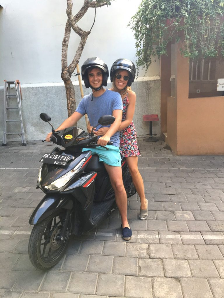 La moto que alquilamos en el hotel para recorrer Kuta, Indonesia