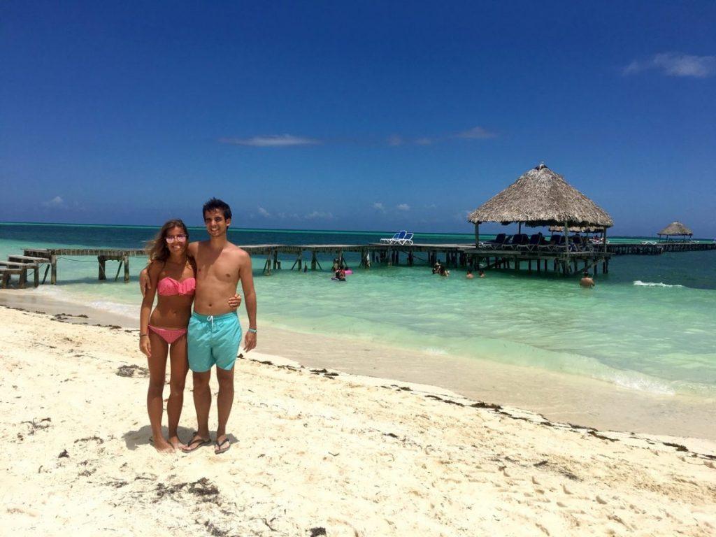 En la playa de Cayo Guillermo, Cuba