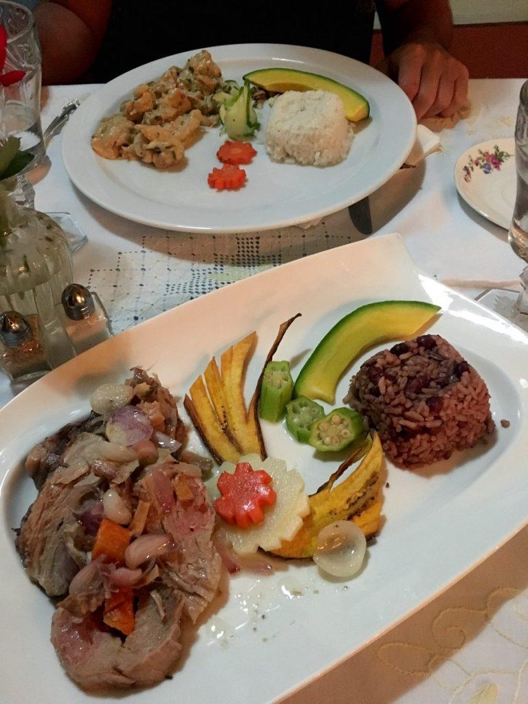 Platos cubanos en Cenando en Sol Ananda, Trinidad