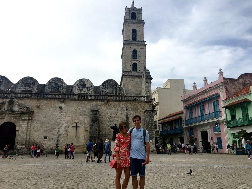 Paseando por Plaza de San Francisco de Asís, La Habana