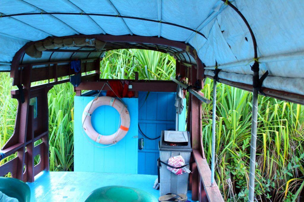 La lujosa ducha de nuestro klotok en Borneo