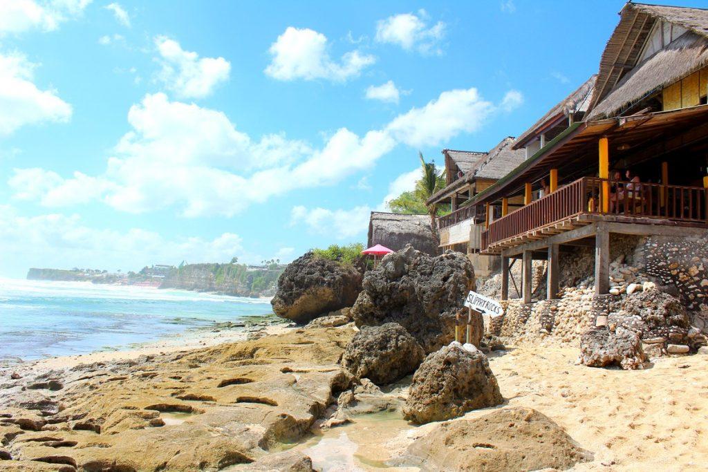 La playa de Bingin Beach, un imprescindible en tu ruta por las playas de Uluwatu