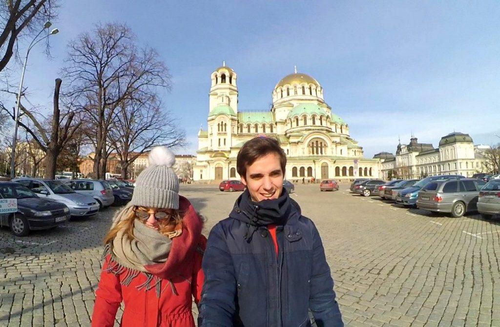 Paseando frente a la Catedral de Alejandro Nevski en Sofía