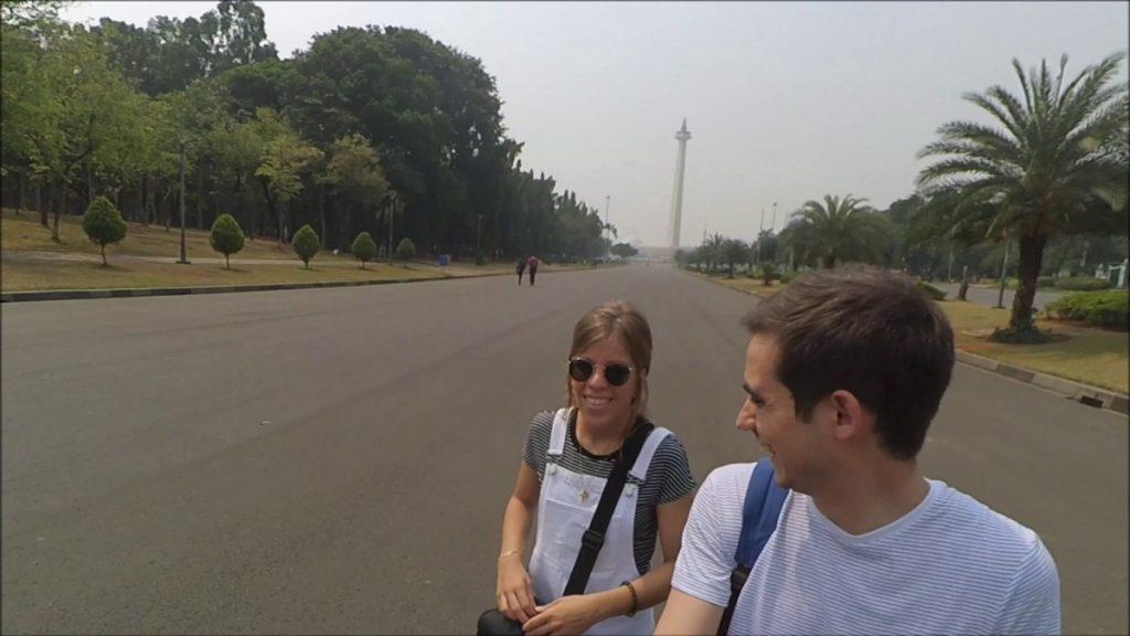 Paseando por el recinto de Monas en Yakarta