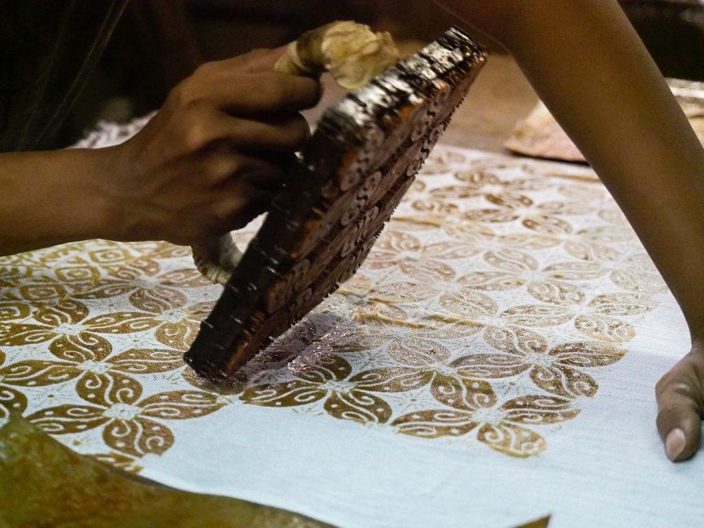 Haciendo batiks en Yogyakarta