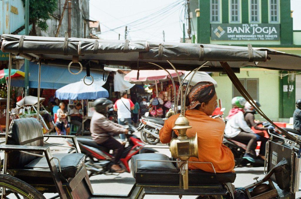 La ajetreada calle Malioboro de Yogyakarta