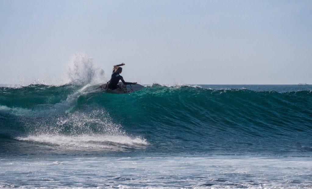 Suluban Beach, la mejor playa para practicar surf de nuestra ruta por Uluwatu