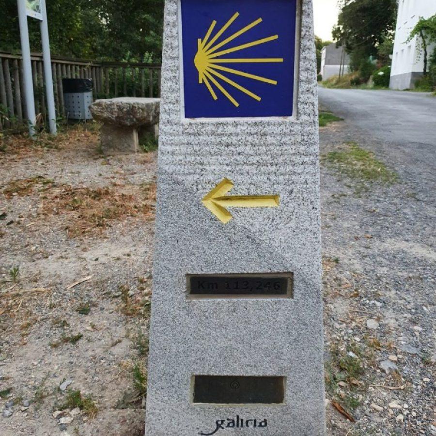 El primer mojón del Camino de Santiago en Sarria