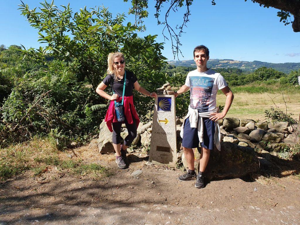 Mojón de los 100km del Camino de Santiago