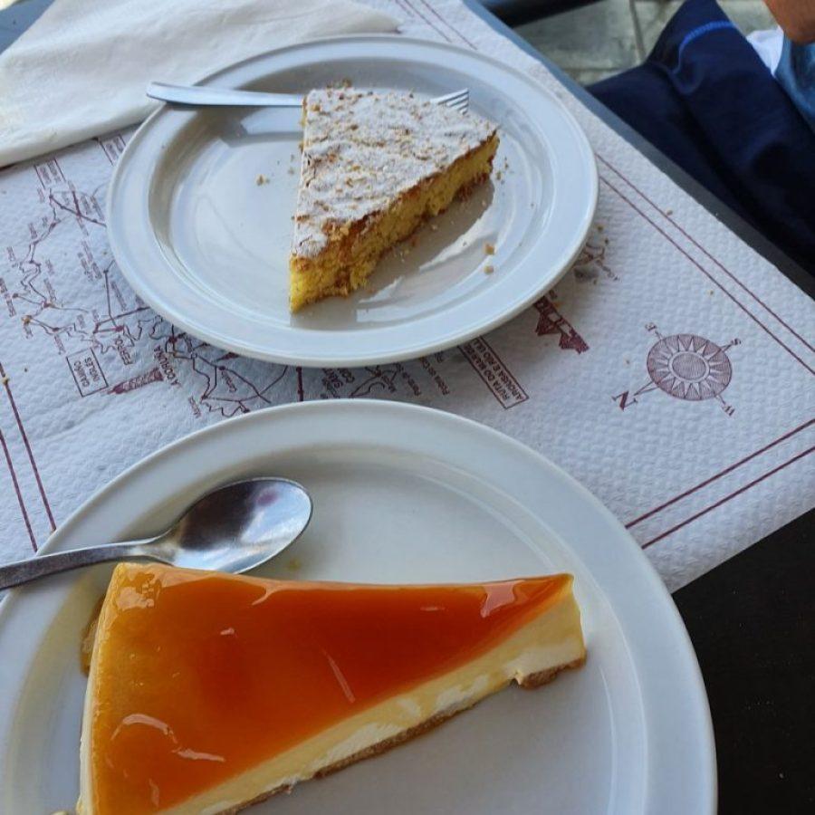Tarta de Santiago y tarta de queso en Casa Pérez